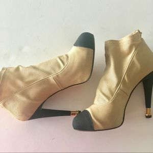 🧿CHANEL booties size 7.5 worn once Fabulous